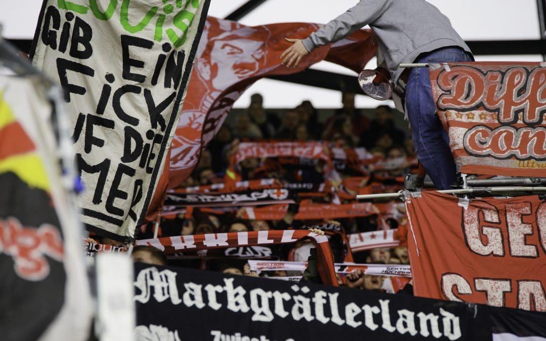 Alle mit Schal nach Augsburg!